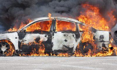brandende auto stockfoto