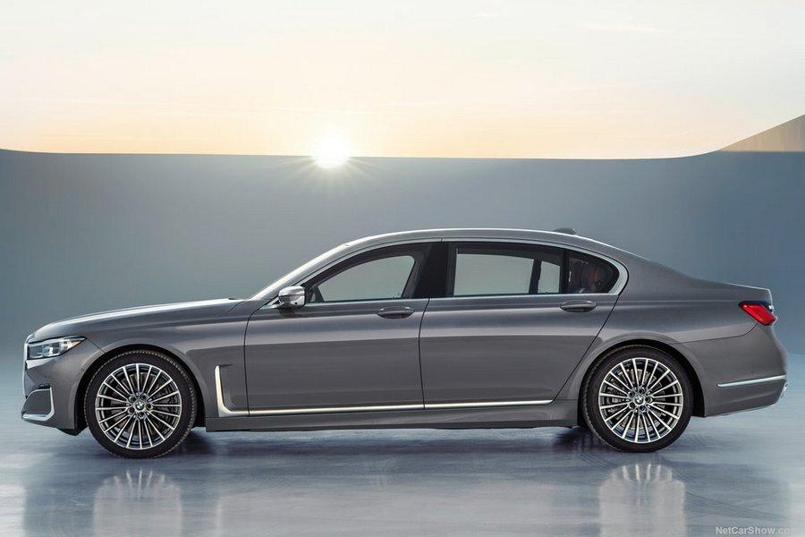 BMW-7-Series-2020-left-view