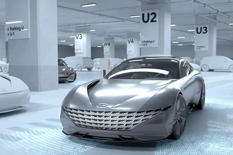 Hyundai-draadloos-opladen-en-autonoom-parkeren-autotech-sensor-garage