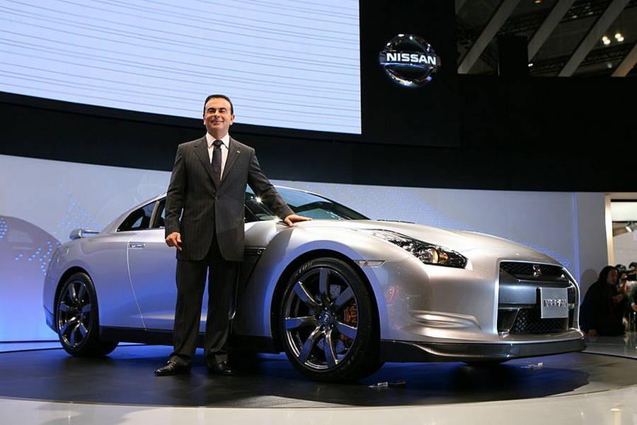 Carlos-Ghosn-nissan-GT-R