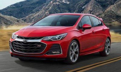 Chevrolet-Cruze-2019-rechtsvoor-weg