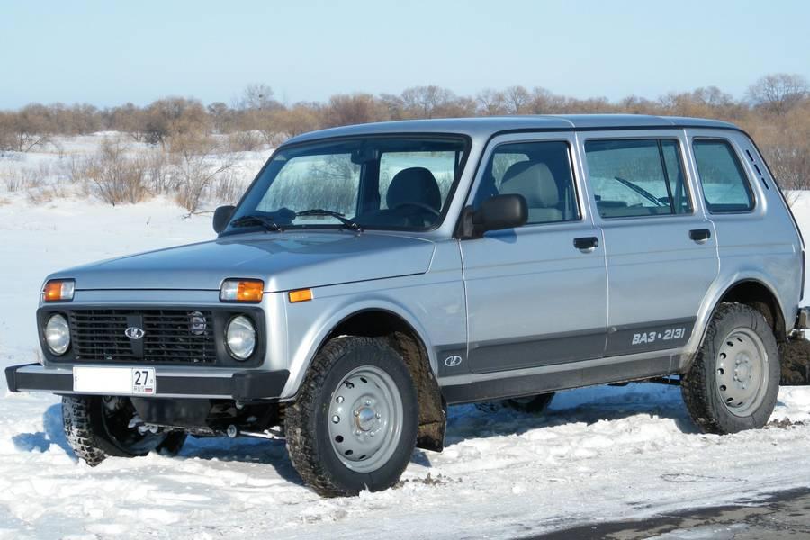 Lada-niva-rechtsvoor-sneeuw