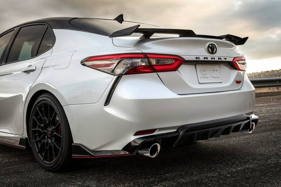 Toyota-Camry_TRD-2020-linksachter