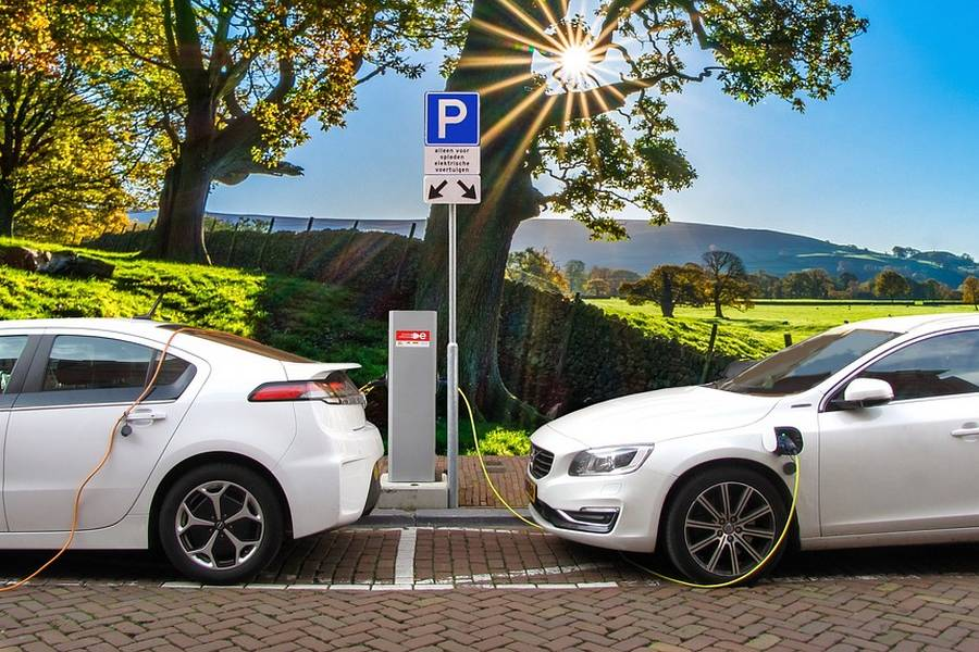 elektrisch-auto-opladen-hybride.