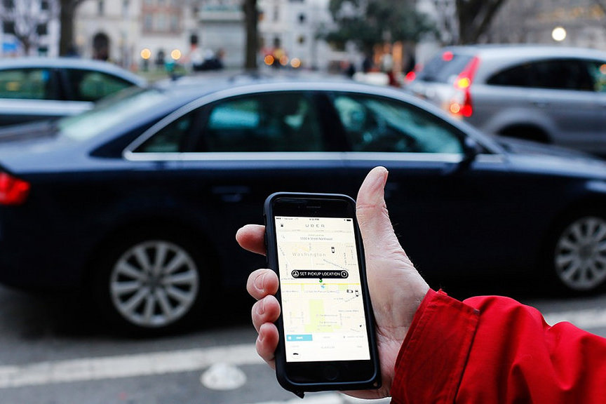 uber-app-taxi-hand