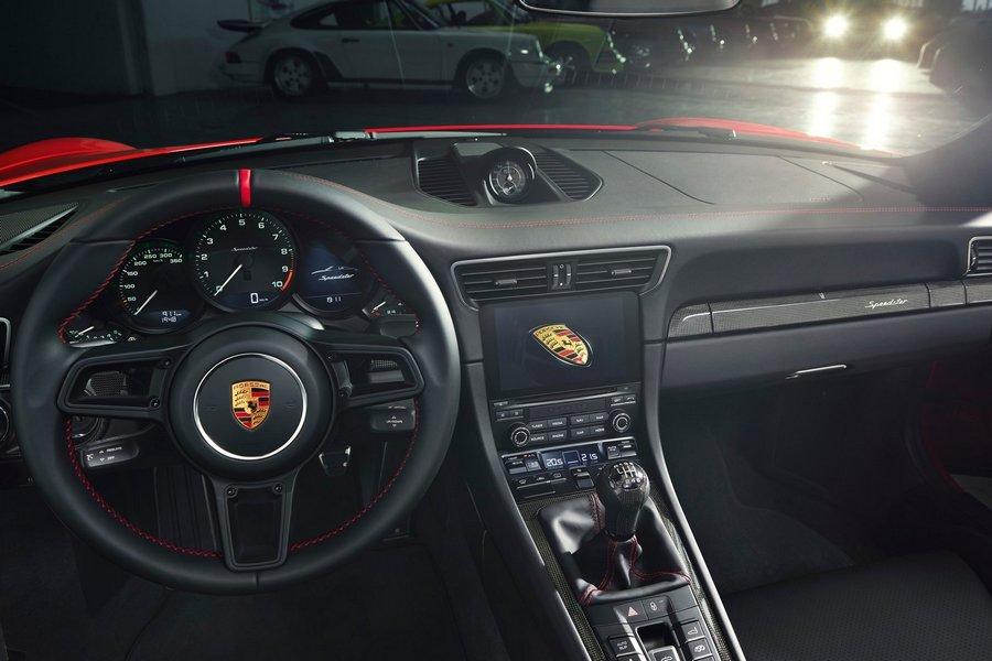 Porsche-911-Speedster-2019-dashboard