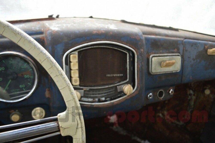 porsche-356-roest-interieur-telefunken