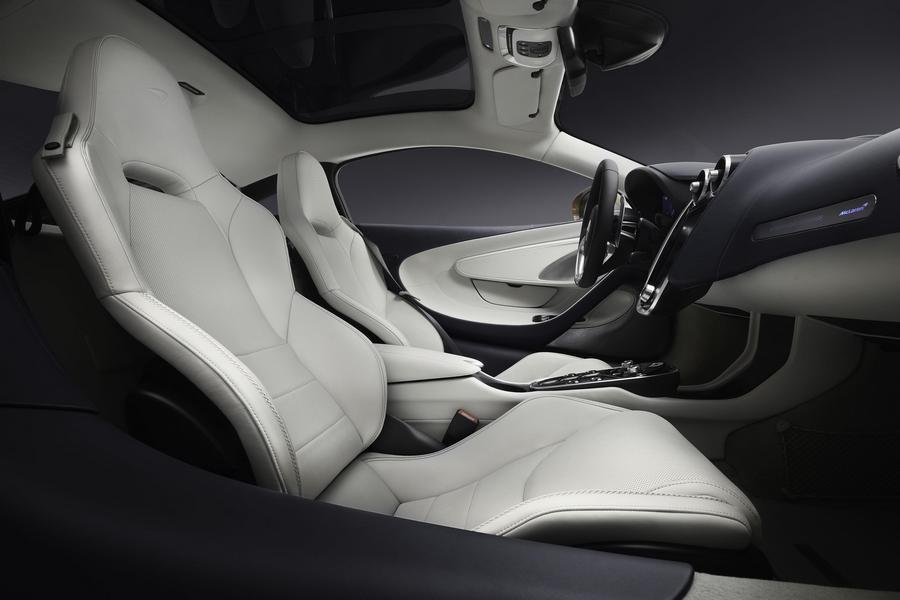 McLaren-gt-Superlight-Grand-Touring-2019-interieur-stoelen