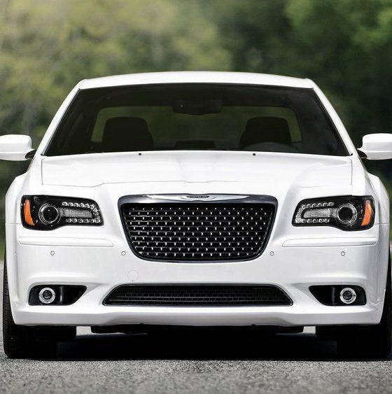 Chrysler-300_SRT8-2012-neus