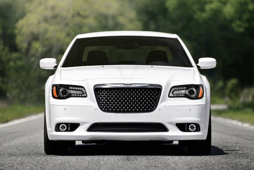 Chrysler-300_SRT8-2012-neus