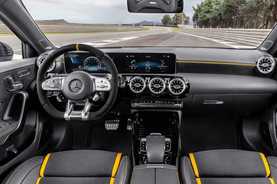 Mercedes-Benz-A45_S_AMG_4Matic-2020-interieur