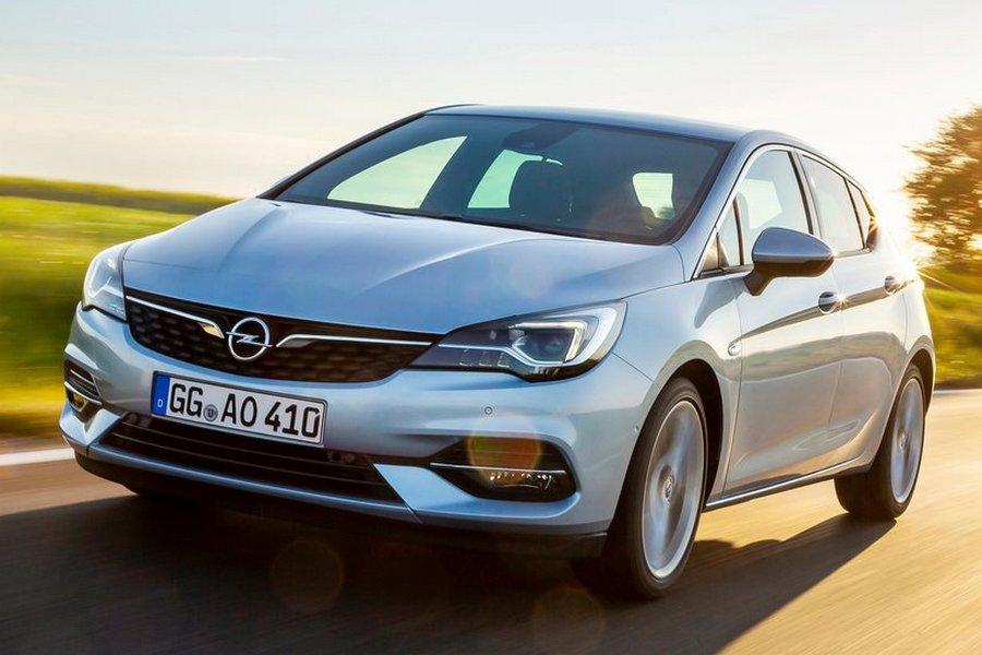 Opel-Astra-2020-rechtsvoor