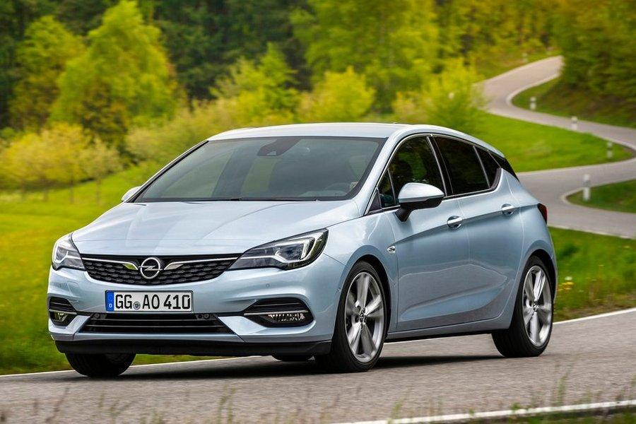Opel-Astra-2020-zijkant