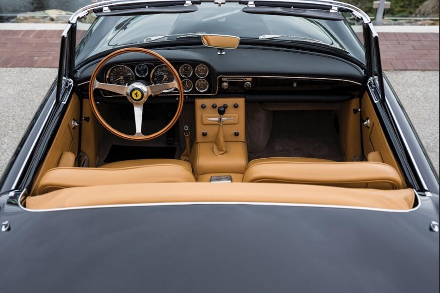 ferrari-250-gto-cabriolet-interieur