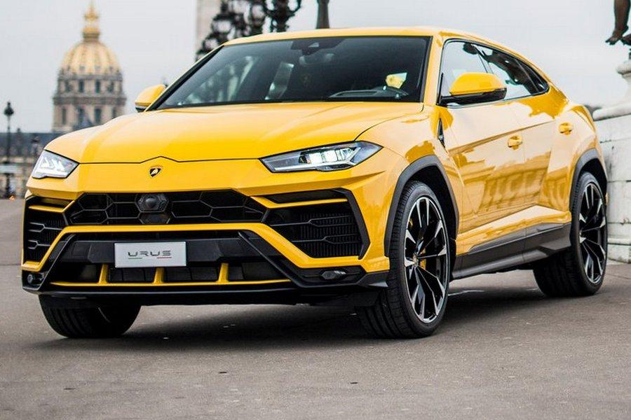 Lamborghini-Urus-2019-rechtsvoor