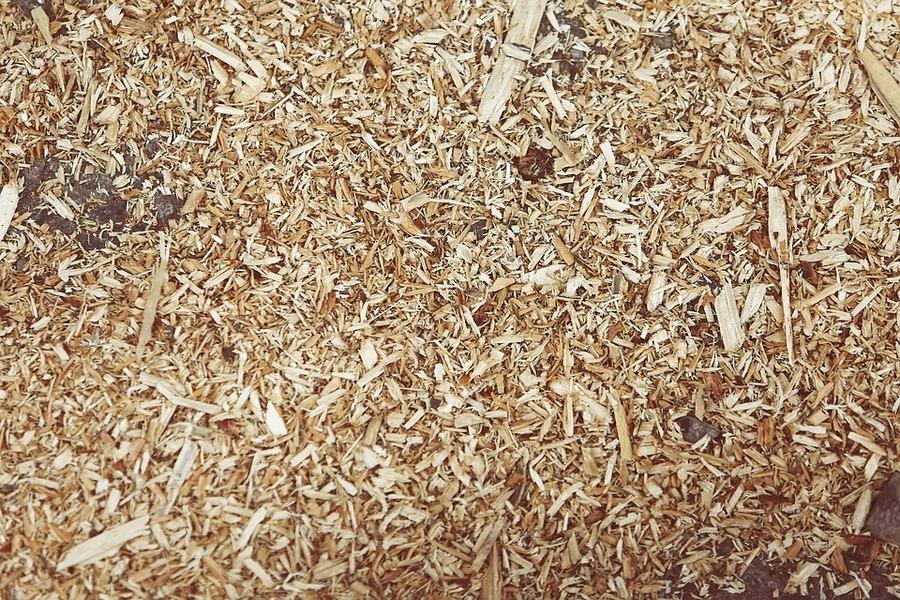 zaagsel-versnipperd-hout-afval