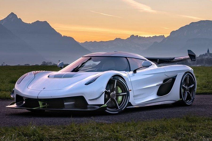 Koenigsegg-Jesko-2020-rechtsvoor